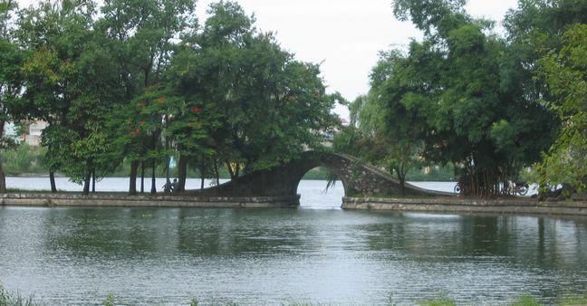 Hồ truyền thống